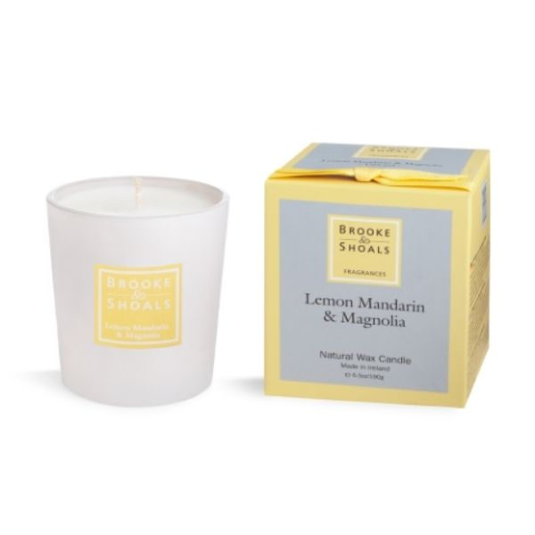 This Brooke And Shoals Lemon, Mandarin & Magnolia Candle combining the wonderfully zesty notes of mandarin & lemon with the smooth floral tones of white jasmine & magnolia
